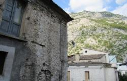 Majella stone structure with garden and 2 beds in the old part of this lively, very Italian town 7