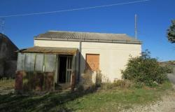 Habitable bungalow of 60sqm in a peaceful location 2km to town with fantastic mountain views 3