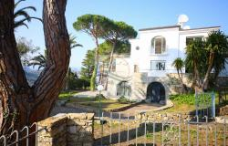 iv1107 Villa with swimming pool and sea view for sale in Bordighera. 0
