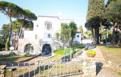 iv1107 Villa with swimming pool and sea view for sale in Bordighera. 1