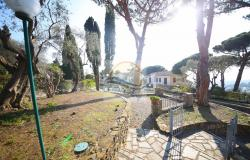 iv1107 Villa with swimming pool and sea view for sale in Bordighera. 3