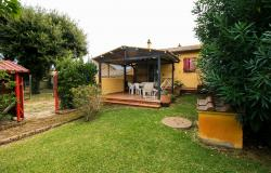Small villa with 1500 square meters of land in the Castagneto Carducci countryside 1