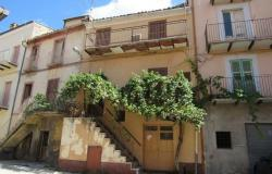 Located in the center of this typical Italian town with 2 beds and a cellar 0