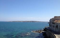 Ortigia. Stunning apartment with terrace ans sea view . Ref.15s 0