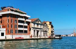 Venice - Dorsoduro elegant 2 bedroom apartment by the Giudecca canal.  ref.176c 0