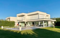 Padova - stulling modern villa with swimming pool for rent. Ref. 55a 0