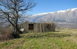 Detached barn of 140sqm to be converted into a house with 10,000sqm of land and fantastic, open, mountain views. 0