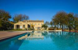 Farmhouse With Dependance and Pool Surrounded by Vineyards 1