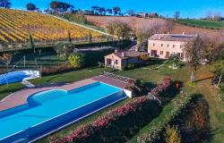 Farmhouse With Dependance and Pool Surrounded by Vineyards 2