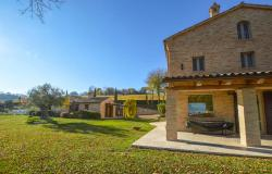 Farmhouse With Dependance and Pool Surrounded by Vineyards 5