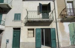 Renovated town house, in the center of the village, 7km to the beach, 130sqm, 3 bedrooms, garden. 0