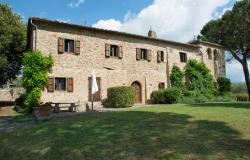 Country house with pool for sale in Chianti area