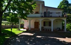 Semi-detached villa in mature garden on the outskirts of Sutri 0