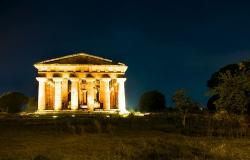Paestum at night
