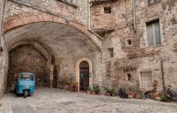 alley in Todi Umbria