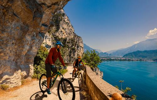 Two bikers on Lake Garda bike path