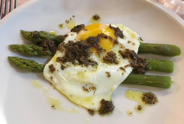 Sapori & Saperi Adventures – Asparagus, fried egg and summer truffles