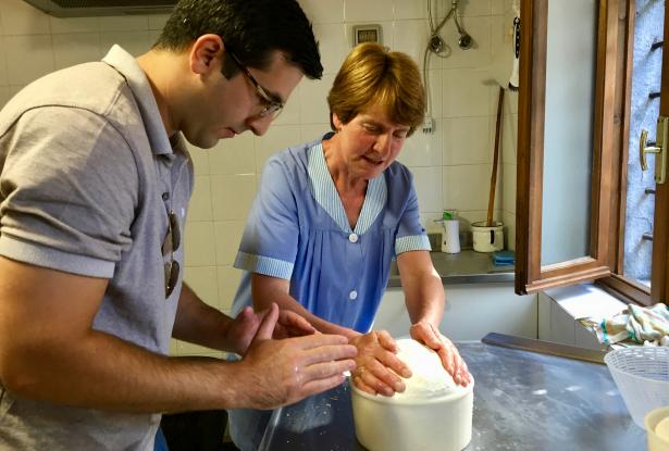 Sapori & Saperi Adventures – Making cheese with Vitalina, Tuscany