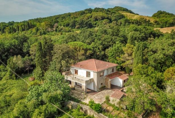 Nice villa of the seventies nestled in the typical Tuscan countryside 2