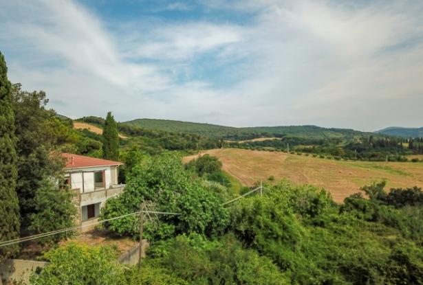 Nice villa of the seventies nestled in the typical Tuscan countryside 3