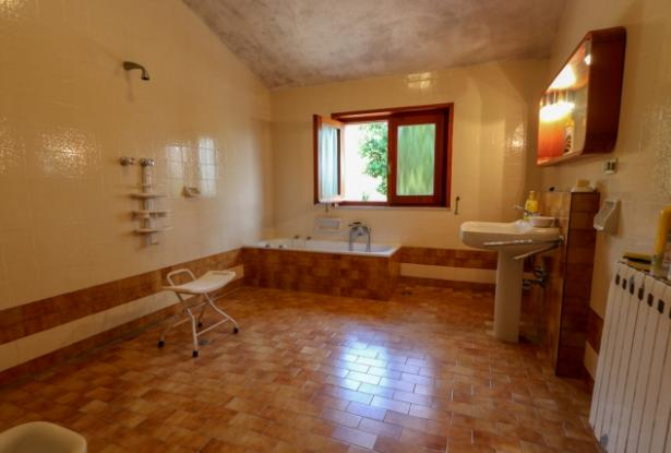 Nice villa of the seventies nestled in the typical Tuscan countryside 26