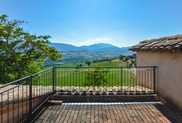 Superb Farmhouse With Views of Valle del Metauro, Le Marche 18