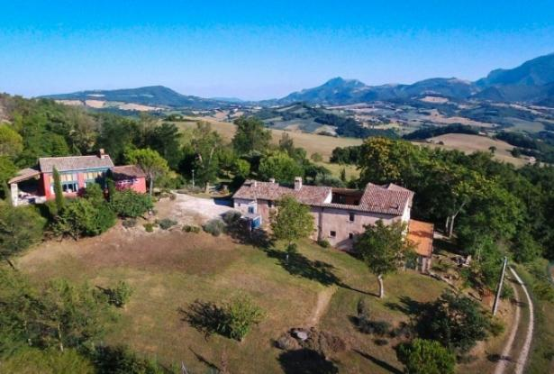 Superb Farmhouse With Views of Valle del Metauro, Le Marche 1