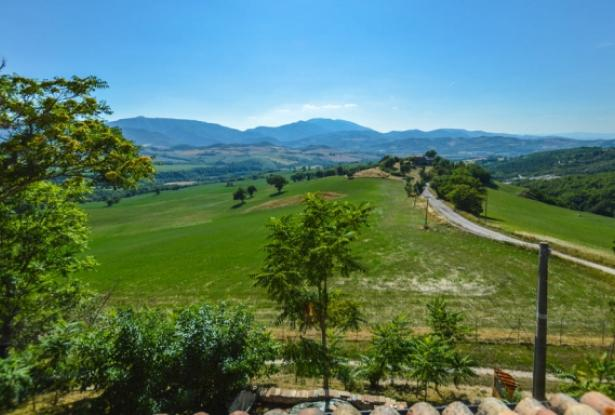 Superb Farmhouse With Views of Valle del Metauro, Le Marche 19