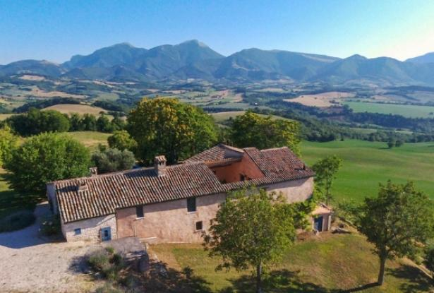 Superb Farmhouse With Views of Valle del Metauro, Le Marche 2