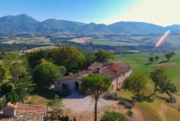 Superb Farmhouse With Views of Valle del Metauro, Le Marche 3