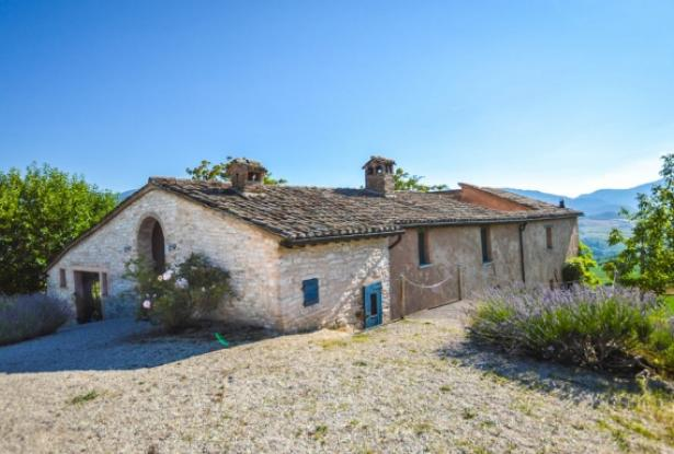 Superb Farmhouse With Views of Valle del Metauro, Le Marche 6
