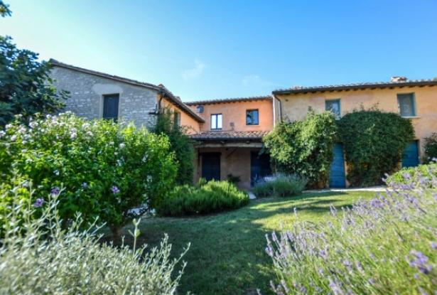 Superb Farmhouse With Views of Valle del Metauro, Le Marche 7