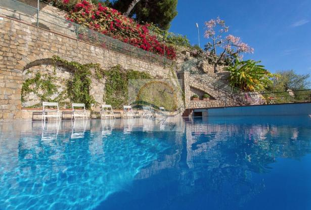 IV1103 Villa with swimming pool and sea view for sale in Bordighera. 5