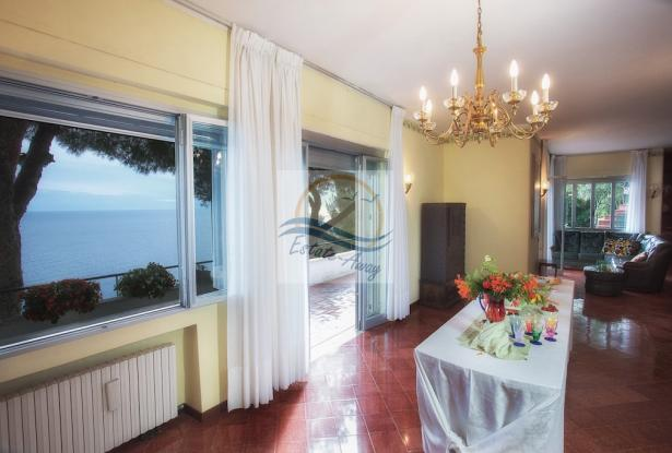 IV1103 Villa with swimming pool and sea view for sale in Bordighera. 8