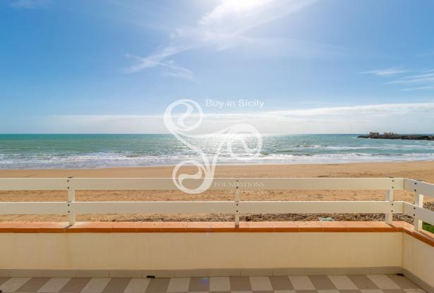 Beautiful villa on two elevations directly on the beach of Punta Braccetto 037-20  0