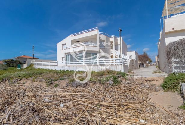 Beautiful villa on two elevations directly on the beach of Punta Braccetto 037-20  1