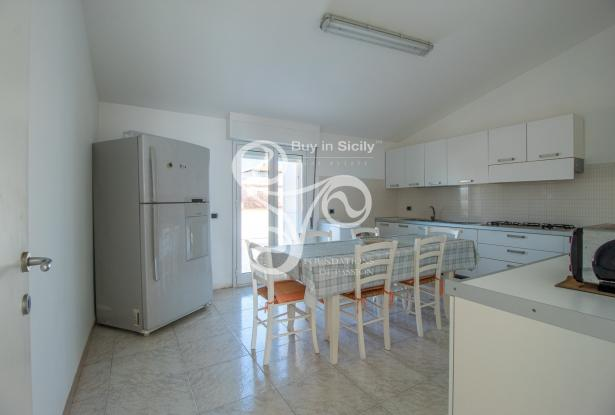 Beautiful villa on two elevations directly on the beach of Punta Braccetto 037-20  6