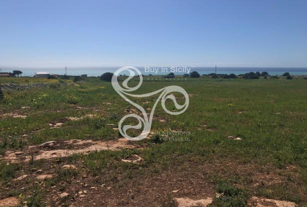 Land with sea view with building index 0.03% located in Marina di Ragusa 044-20 1