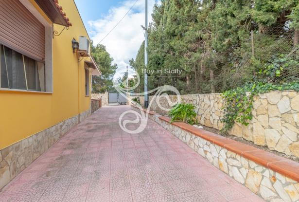 Elegant villa with sea view located in the Isola area (SR) 048-20  13