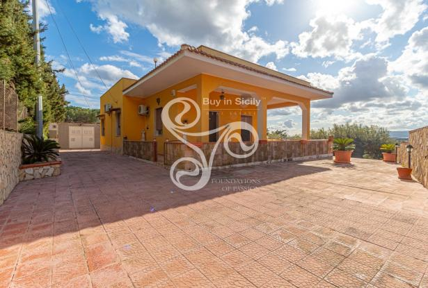 Elegant villa with sea view located in the Isola area (SR) 048-20  1