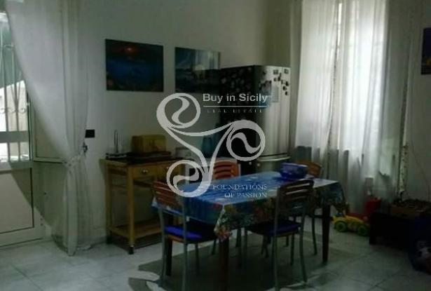 Apartment located in the centre of Catania with private garden 036-20 1