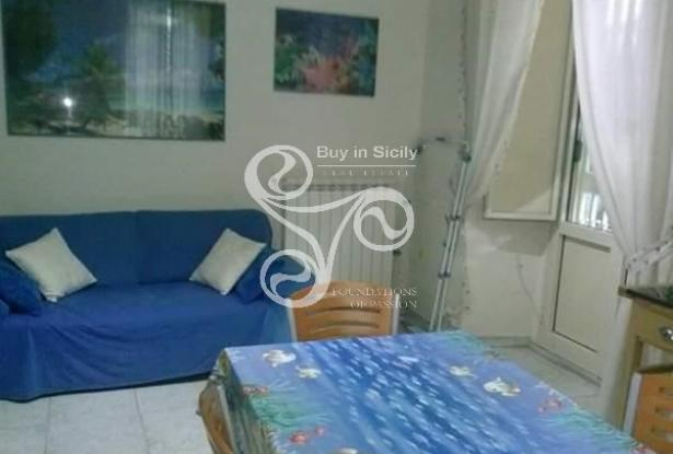 Apartment located in the centre of Catania with private garden 036-20 2