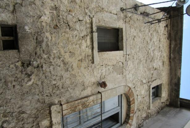 Majella stone structure with garden and 2 beds in the old part of this lively, very Italian town 9