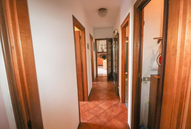Desenzano two room apartment and garage 30