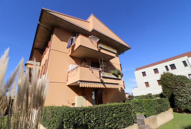 Desenzano two room apartment and garage 3