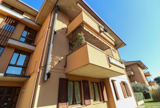 Desenzano two room apartment and garage 4