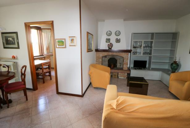 Desenzano two room apartment and garage 8