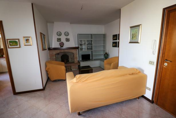 Desenzano two room apartment and garage 7