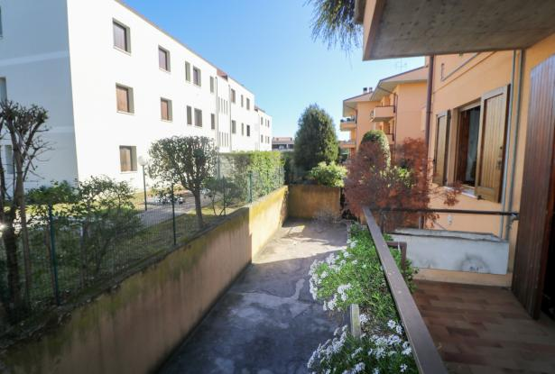 Desenzano two room apartment and garage 21
