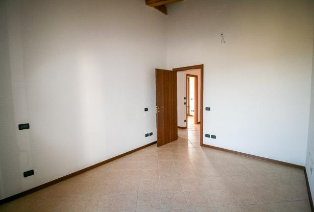Zocca, large duplex with three bedrooms and panoramic balcony 21